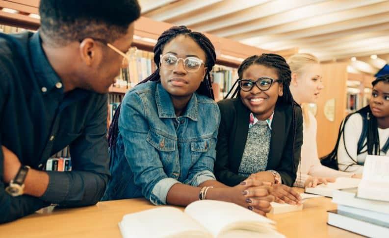imagem jovens estudantes no canadá